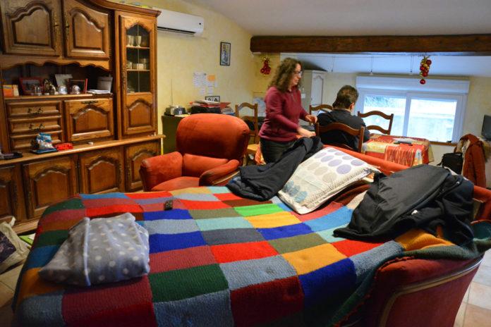 Le canapé de la grand est devenu un lit pour l'aînée.