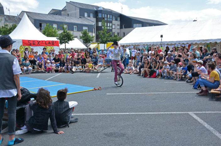 Les participants ont pu profiter des spectacles du festival Ah? tout au long de la journée du 2 juin. - © Marie Molinario / Le Bimsa