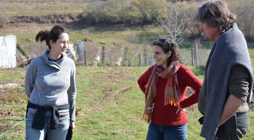 Les Semeurs du possible (2/2) On est bien chez Lorette… et Éric Au milieu de ses cultures de de thym, de menthe, de camomille, de verveine d'argentine, de basilique, de cassis, sarriette, sauge, lavande et estragon, Lorette Vugier rayonne. Elle attaque sa 3e année au sein des Semeurs du Possible.  #Agriculture #EspaceTestAgricole #Installation