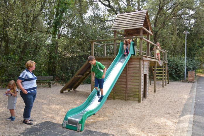 Petits et plus grands peuvent s'amuser avec les nombreuses activités du village vacances.