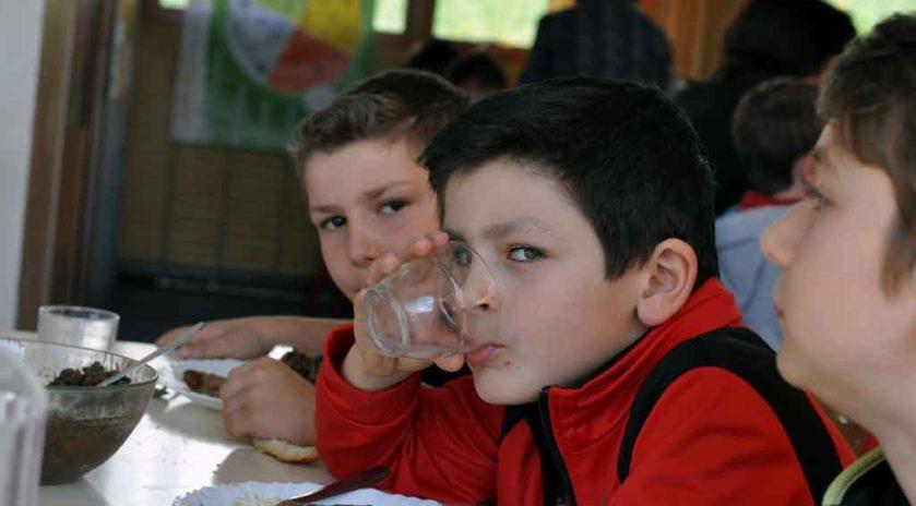 Bien manger, dormir, bouger Bien dans leur assiette Une journée de sensibilisation au bien-manger, bouger et dormir, baptisée « Du champ à l'assiette », a été organisée à la fin du mois de mars à l'école Jules-Ferry de Le Blanc, au cœur du Parc naturel régional de la Brenne, dans l'Indre, par la MSA Berry-Touraine, avec l'aval de l'Éducation nationale. Pour l'occasion, un village santé a été dressé dans la cour de l'école. Nous y étions.