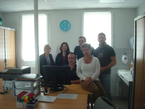 L'équipe d'infirmiers d'un des 7 centres avec à gauche Corinne Roume et en t-shirt blanc, Corinne Chalaud.