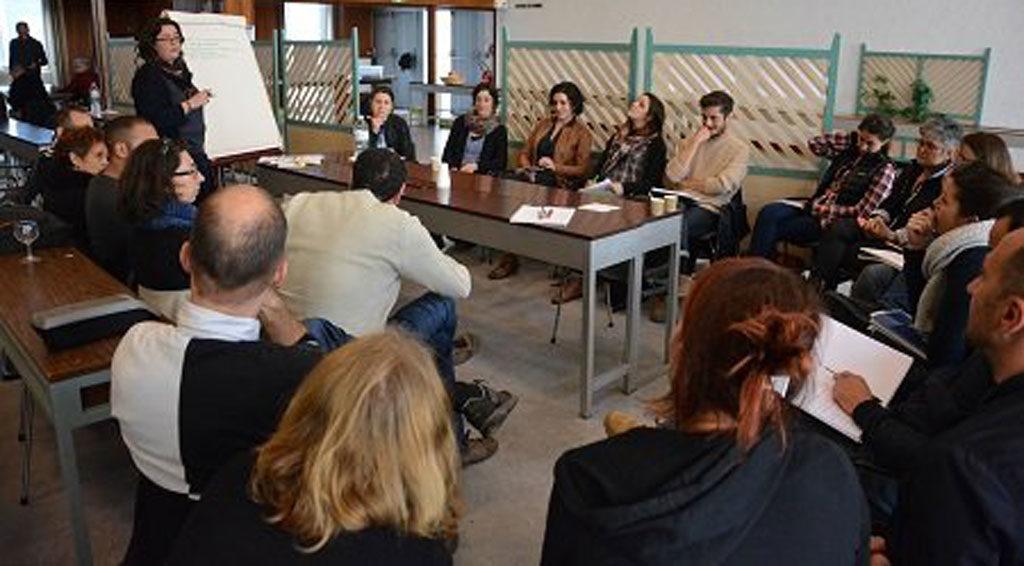 Schéma départemental de la jeunesse La Gironde aux petits soins pour ses jeunes Imaginez une colocation étudiante. Adaptez le principe au secteur de l'action jeunesse. Le résultat donne la charte jeunesse, un modèle de coopération interinstitutionnelle au service des 11/25 ans, qui regroupe l'ensemble des acteurs « jeunesse » de la Gironde.