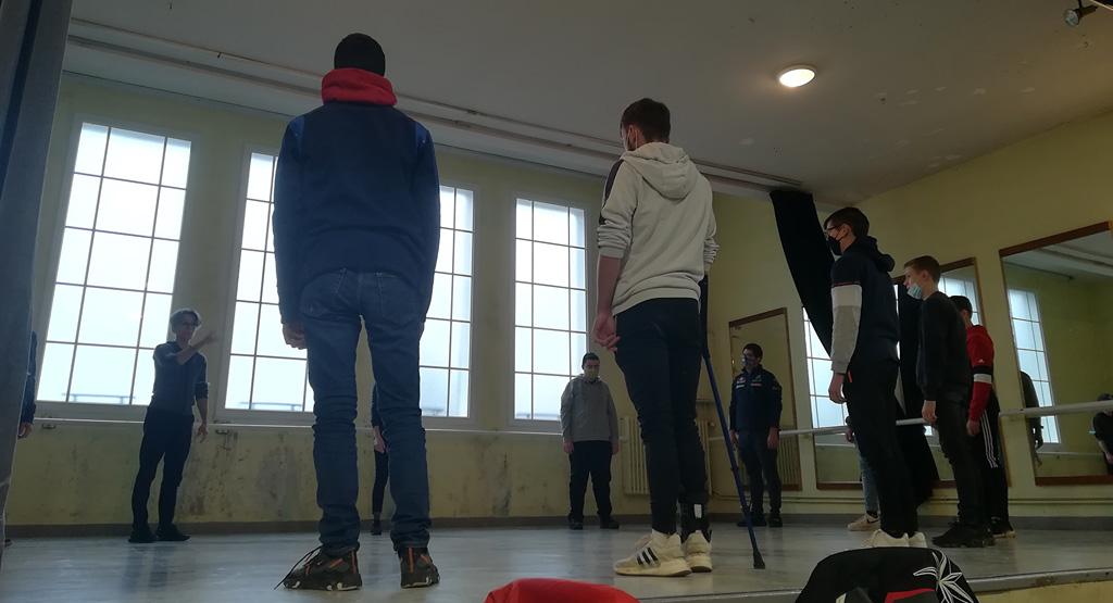 Ateliers chorégraphiques au lycée agricole Saint-Yves de Gourin avec le danseur Thierry Micouin
