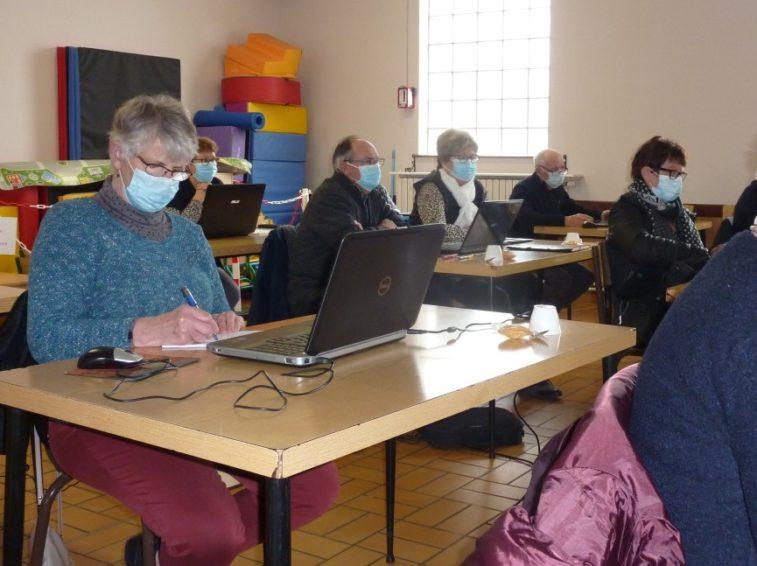 Lutte fracture numérique senior Bretagne