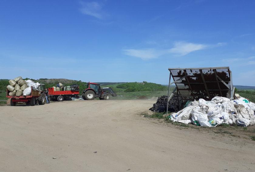 Nasbinals Collecte de déchets plastiques agricoles avec l'association Copage