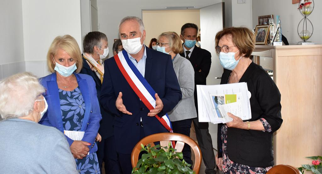 Brigitte Bourguignon, ministre déléguée, chargée de l'autonomie s'est rendue en juillet à la Marpa de Ploudaniel, avec Graziella Melchior, députée du Finistère.